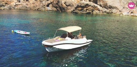 Motorboat V2 V2 7.0 Sundeck for rental