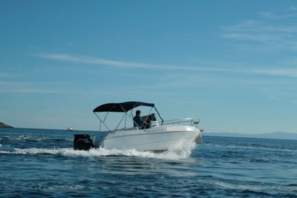 Hire Motorboat Blueline Blumax640 Hvar