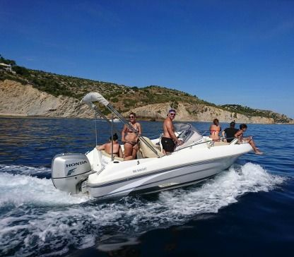 Charter Motorboat Beneteau 550 Carry-le-Rouet