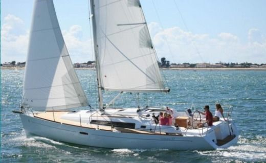 Sailboat Beneteau Océanis 37 for rental