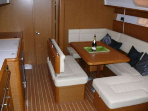 Sailboat JEANNEAU SUN ODYSSEY 44i Performance peer-to-peer