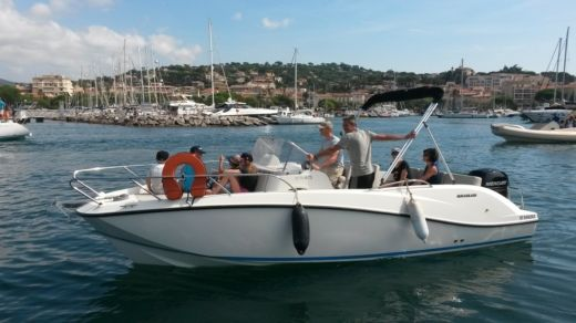 Quicksilver Activ 675 Sundeck in Sainte-Maxime peer-to-peer