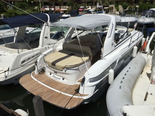 BAVARIA 29 SPORT EDITION LIMITED a Cannes tra privati