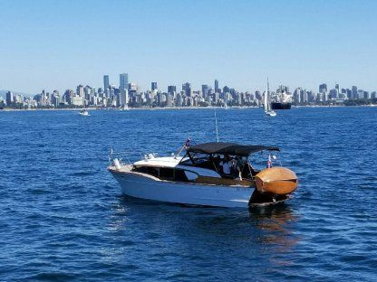 Charter Motorboat Chris Craft Express 32 Vancouver