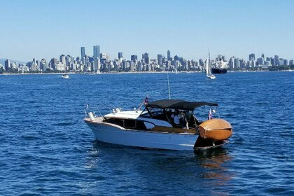 Rental Motorboat CHRIS CRAFT EXPRESS 32 Vancouver