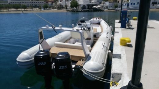 Charter rIB in Athens