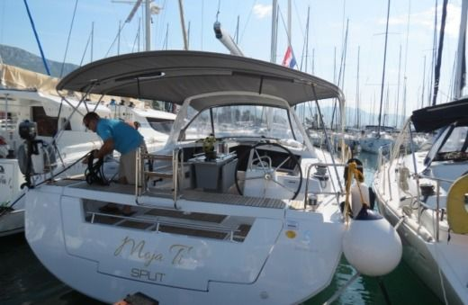 Beneteau Oceanis 48 in Kaštel Gomilica for hire