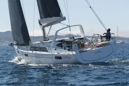 Hire Sailboat Beneteau Oceanis 41.1 Salerno