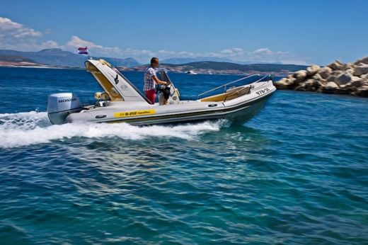 Aquamax B20-F in Trogir for hire