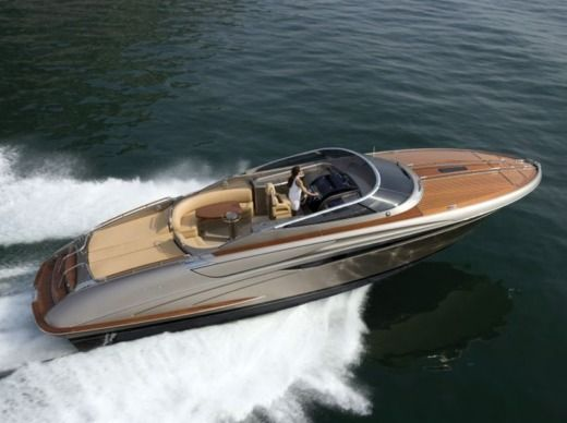 Motorboat RIVA RIVARAMA SUPER peer-to-peer
