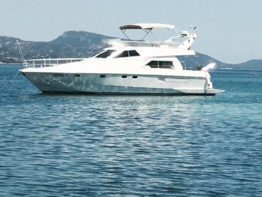 Motorboat FERRETTI ALTURA 145 peer-to-peer