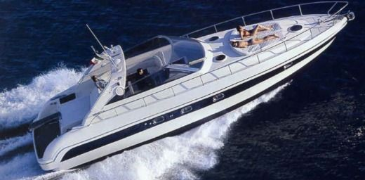 Charter motorboat in Saint-Tropez