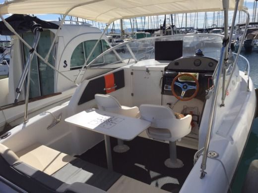 Charter motorboat in Fréjus peer-to-peer