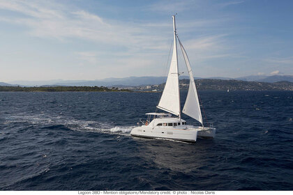 Hire Catamaran LAGOON 380 Airlie Beach