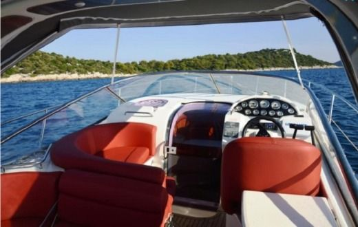 Motorboat Bavaria 29 Sport for hire