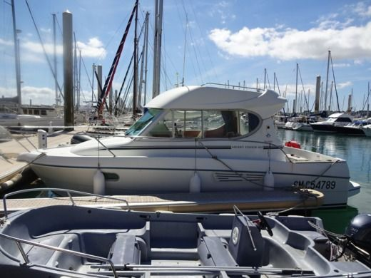 Jeanneau Merry Fisher 805 en Saint-Cast-le-Guildo en alquiler