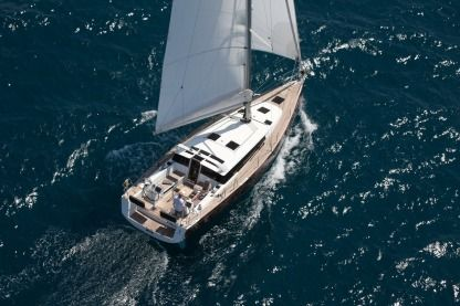 Charter Sailboat Beneteau Sense 43 San Francisco