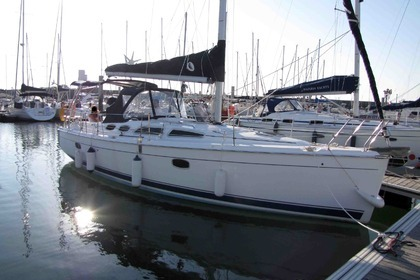 Charter Sailboat HUNTER 36 Arzal