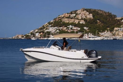 Charter motorboat in Port d'Alcúdia