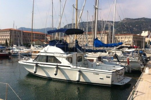Charter motorboat in Toulon peer-to-peer