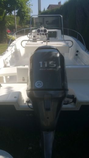 Motorboat Kelt White  Shark 205 peer-to-peer