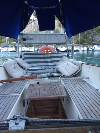 Charter sailboat in Cassis