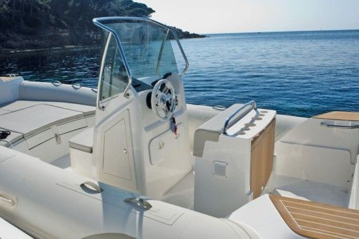 Capelli Tempest 700 in Antibes for hire
