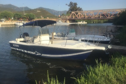 Hire Motorboat CHRIS CRAFT WHITE SHARK 215 Saint-Florent