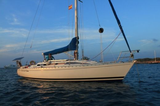 Sailboat Benneteau First 345 for hire