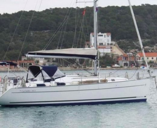 Sailboat BENETEAU Cyclades 393 for hire