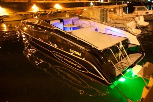 Motorboat PERFORMANCE 1107 for hire