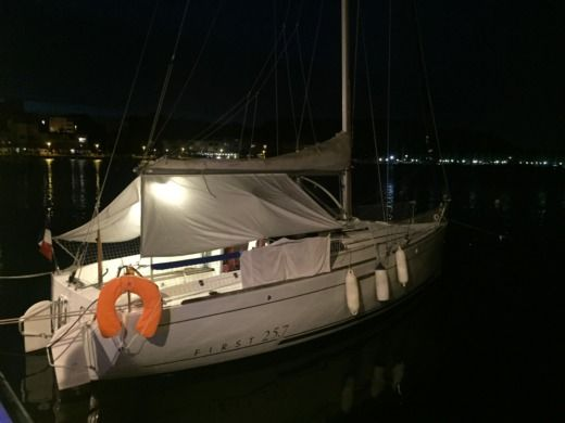 Sailboat BENETEAU FIRST 25.7 for hire