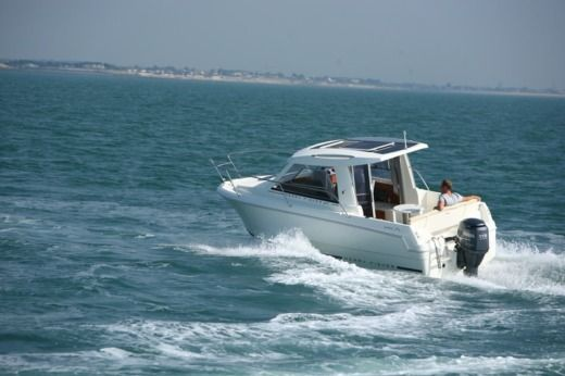 Motorboat Jeanneau Merry Fisher 645 for hire