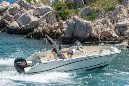 Verhuur Motorboot Quicksilver 675 Activ Open Split