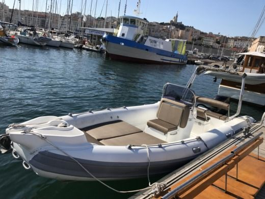 Grand Semi Rigide 7/50 in Marseille zu vermieten