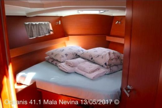 Beneteau Oceanis 41.1 in Kaštel Gomilica for hire