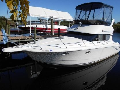Rental Motorboat Silverton 312 Sedan Cruiser Flybridge Stuart