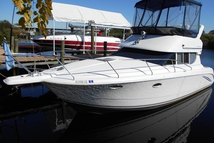 Hire Motorboat SILVERTON 312 SEDAN CRUISER FLYBRIDGE Stuart