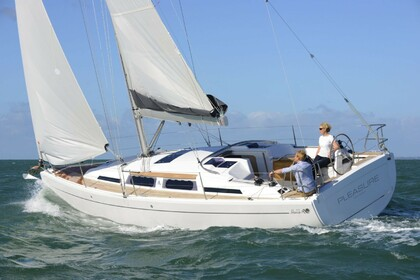 Hire Sailboat HANSE 345 Barcelona