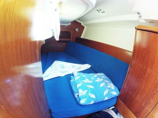 Sailboat JEANNEAU Sun Odyssey 32 peer-to-peer
