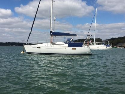 Charter Sailboat Beneteau Oceanis 320 Auray