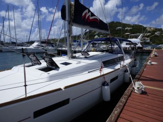 Beneteau Oceanis in Sint Maarten for hire