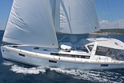 Hire Sailboat BENETEAU OCEANIS 48 Furnari
