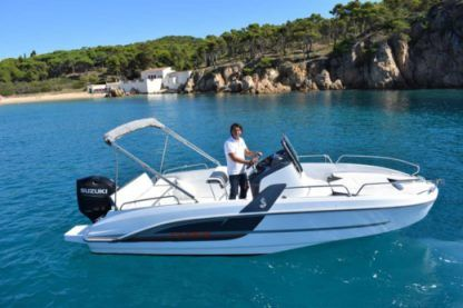 Rental Motorboat Beneteau Flyer 6.6 Spacedeck Palamós