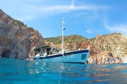 Hire Motorboat Traditional Motorboat Sifnos