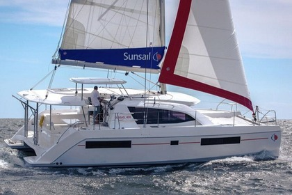 Rental Catamaran Sunsail 404 Marina