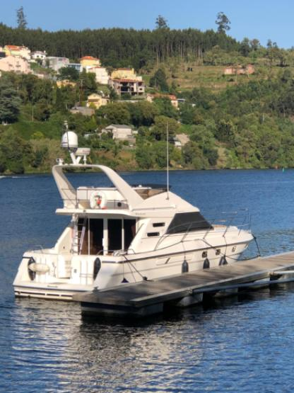 Charter Motor yacht Fairline Phantom 41 Porto