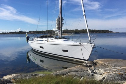 Hire Sailboat Linjett 43 Norrtälje