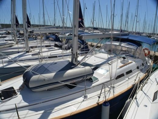 Beneteau Oceanis 423 in Sukošan for hire