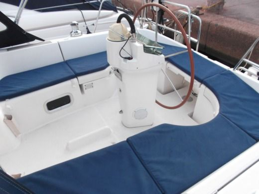 BENETEAU OCEANIS 361 CLIPPER in Cogolin peer-to-peer